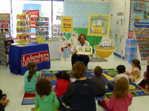 Rosemary Wells Reads for the Record at Lakeshore Learning